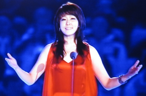 Nah Youn Sun singing Arirang at the Sochi closing ceremony