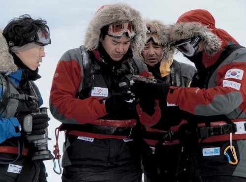 Featured image for post: Antarctic Journal: a promising start, a confusing end, and a film to be avoided