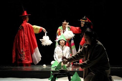 Shamanistic ritual in Yohangza's Hamlet