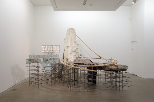 Lee Bul, Mon grand récit Weep into stones...