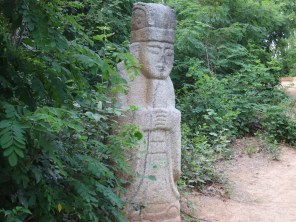 Some of the better-preserved statues on Choansan