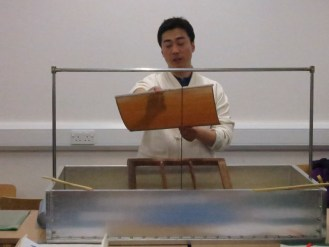 Laying the bamboo screen (발) onto its frame (발틀)