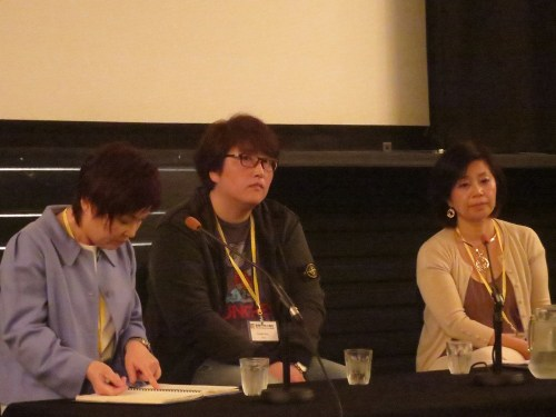 Director Byun Young-joo (centre) with Professor Lee Hyang-jin (right)