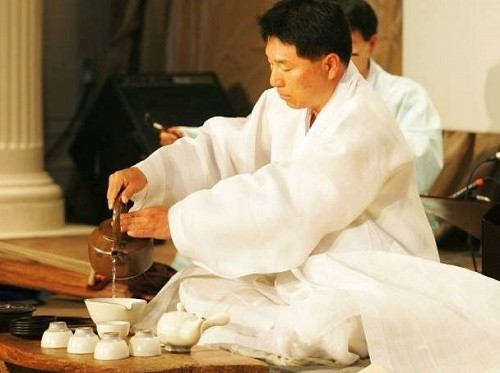 Featured image for post: The Korean Tea Ceremony – A Natural Approach