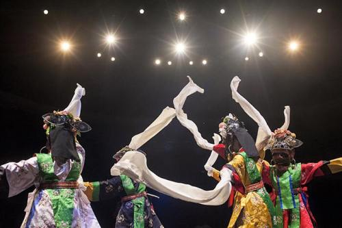 Im Nam-soon company performing a mask dance