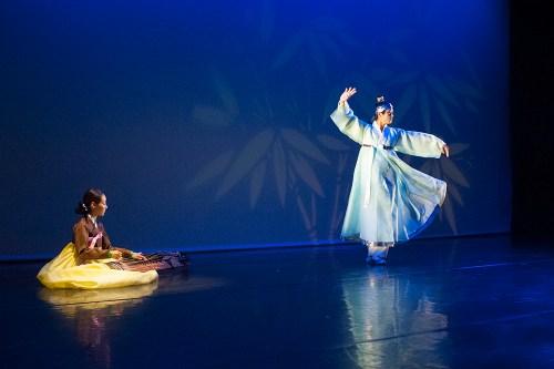 Geummu - a geomungo sanjo with dancer