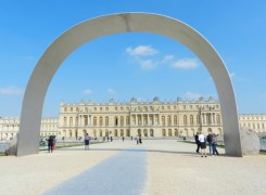 Relatum - The Arch of Versailles. Courtesy Lee Ufan studio