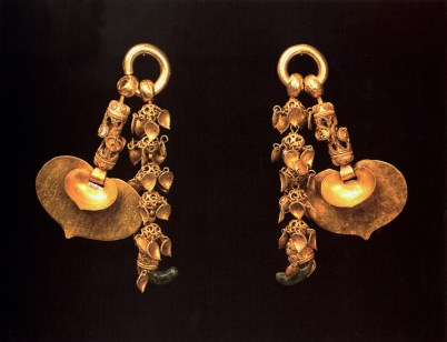 King Muryeong's gold earrings - National Treasure #156 (photo: Cultural Heritage Administration)