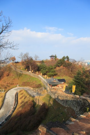 The Geumseoru Gate pavilion with, on the skyline, the Gonsanjeong lookout pavilion (photo: Cultural Heritage Administration)