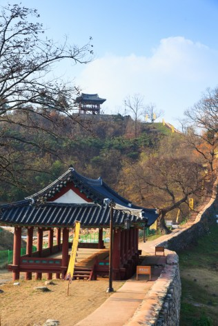 The Gongbungnu Gate pavilion with, on the skyline, the Gonsanjeong lookout pavilion (photo: Cultural Heritage Administration)