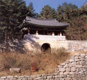 The middle of the three gates of Mungyeong Saejae