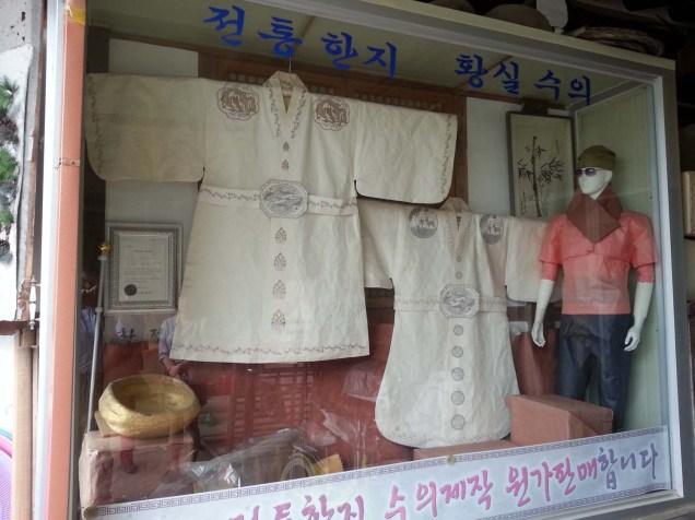 The hanji-making workshop in Jeonju's hanok village