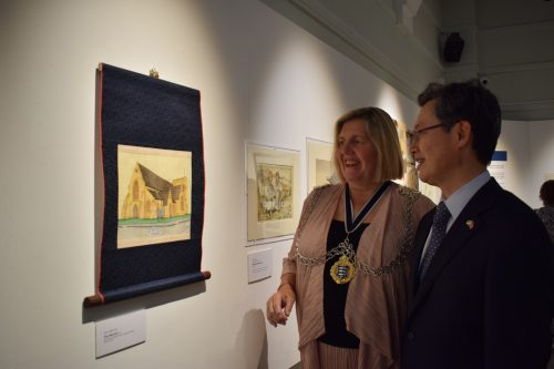 Cllr Julie Pickering (Mayor of Kingston) and Ambassador Hwang view artwork in Kingston Museum's latest exhibition