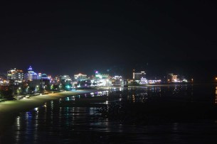 Mallipo seafront at night