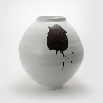 Lee Soo-jong: Moon Jar with Iron Oxide