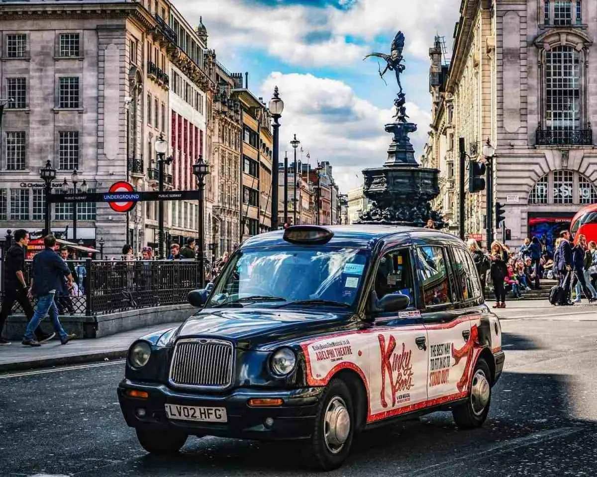 Taxi in Piccadilly Circus