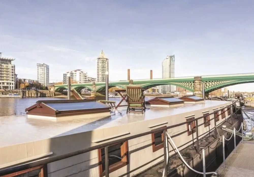 Houseboats in London - Battersea Boat Studio