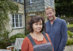 Gallery Images Dawn French as Gina & Iain Glen as leo