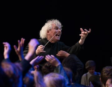 https://i2.wp.com/londonsymphony.wpengine.com/wp-content/uploads/2017/01/T11-Sir-Simon-Rattle-with-LSO-LSO-Discovery-Hugh-Glendigging-360x280.jpg?resize=360%2C280&ssl=1