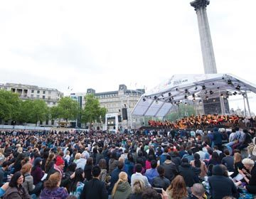 https://i2.wp.com/londonsymphony.wpengine.com/wp-content/uploads/2017/01/T60-LSO-On-Track-in-Trafalgar-Square-360x280.jpg?resize=360%2C280&ssl=1