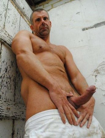mature-hung-rugby-dad-english-shows-his-god-cock