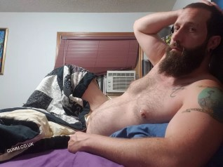 hug-daddy-in-bed