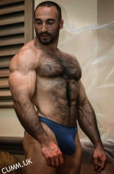 vpl sexy hairy bloke at gym