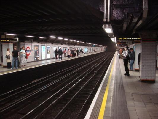 Euston_Square_tube_station,_Westbound_platform_-_geograph.org.uk_-_977128