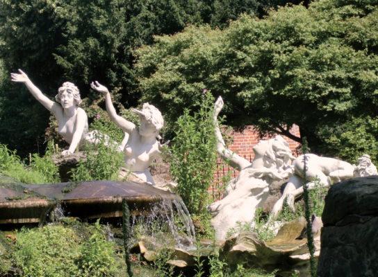 York_House_statues_4_ladies_detail