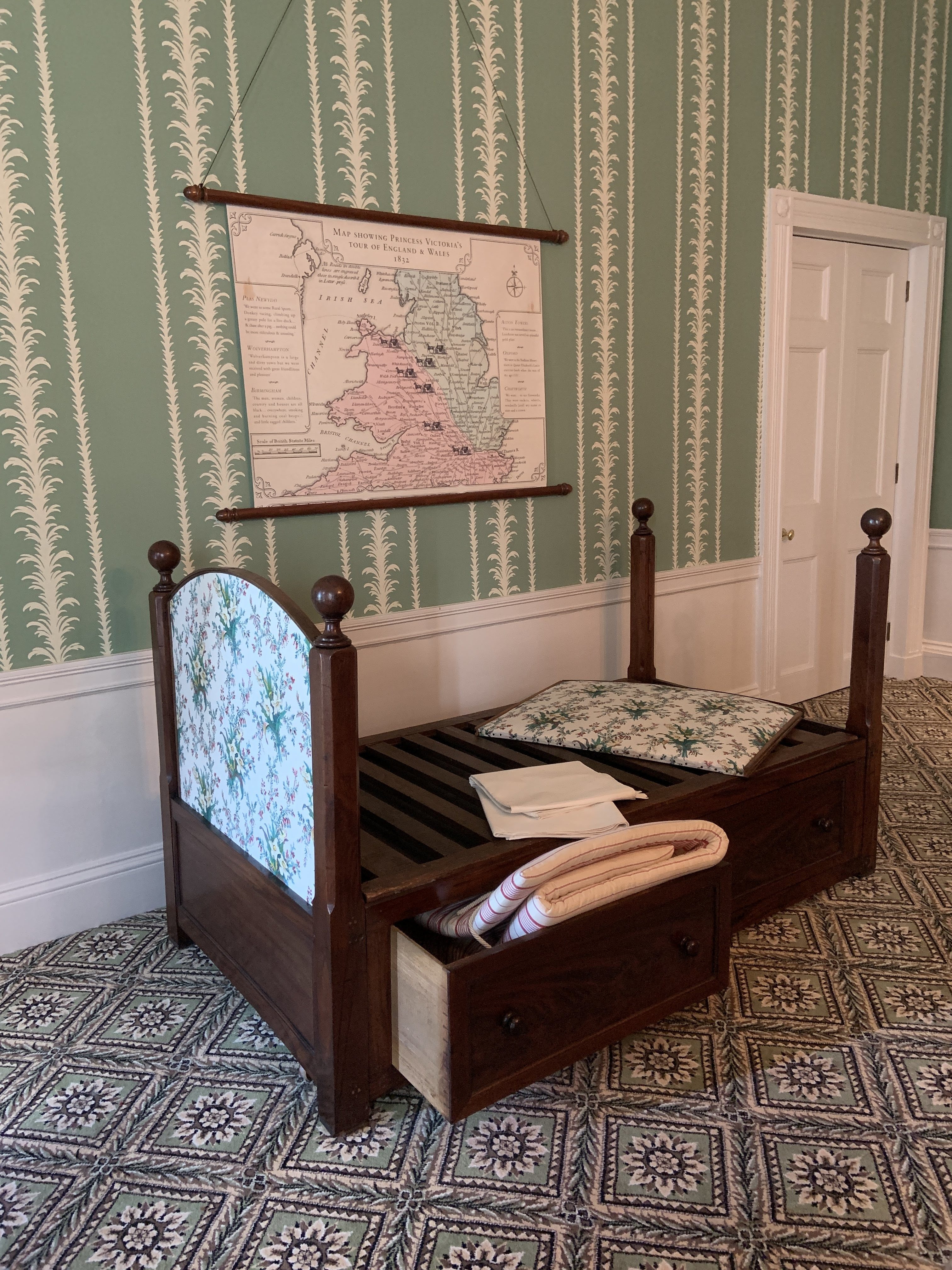 Kensington Palace - Victoria's travelling bed