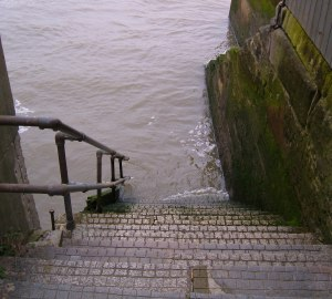 Steps down to the river, at end of alley - Execution Dock?