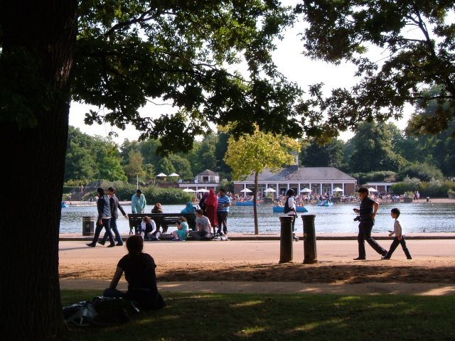 The Serpentine with The Lido Cafe in the background