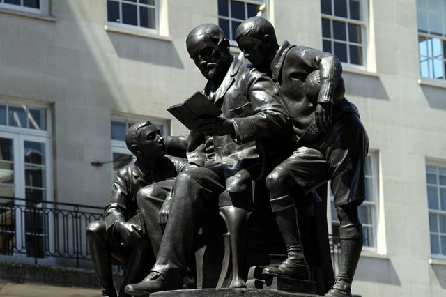 Statue commemorating Quintin Hogg in Portland Place