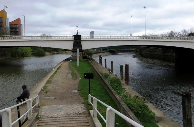 The Lee Navigation (L) & Lea River (R)