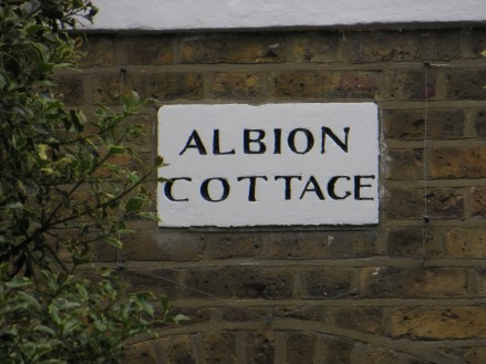 Cottages in Ripplevale Grove