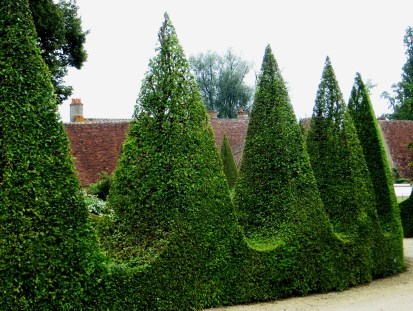 Topiary around the White Garden