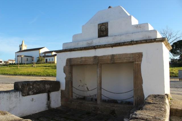 The parish church, Flor da Rosa, and the 15C Fonte Branca