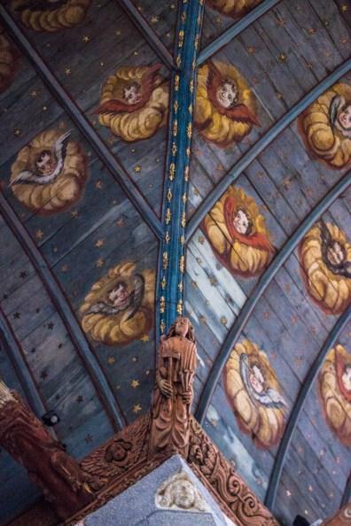 The vaulted ceiling of Locmelar