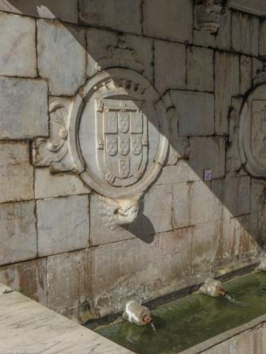 Fountain in the Republic Square, with arms of Teodosio I, Duke of Braganza