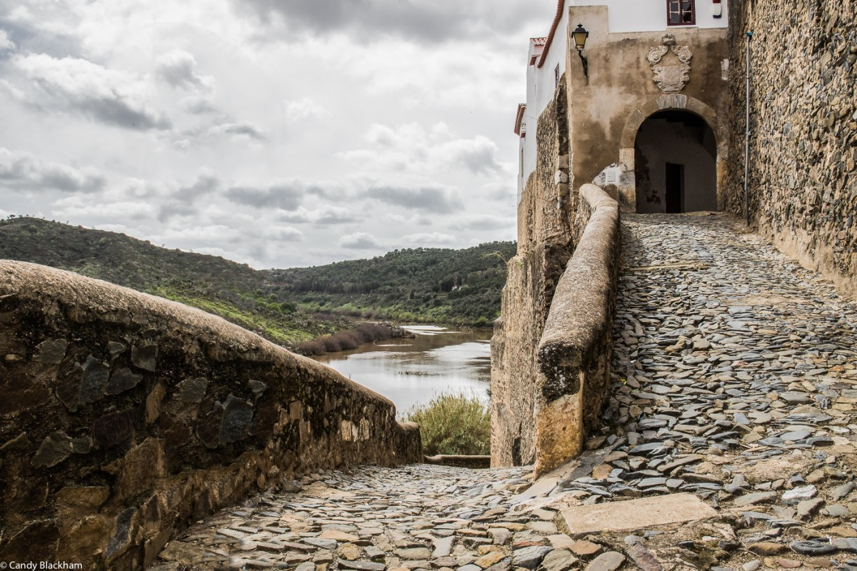 Old road and gateway from the River Guadiana to the walled town