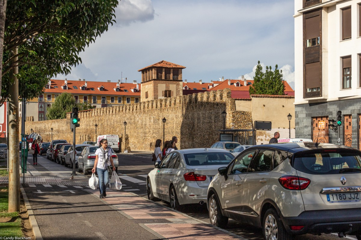 The walls of Leon along the Av Independencia
