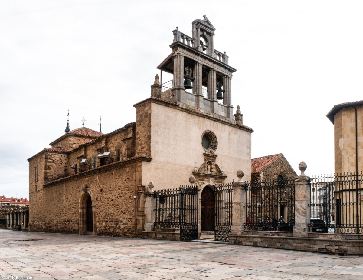 The Church of Santa Marta alongside the Cathedral, & the Celda de las Emparedadas beyond