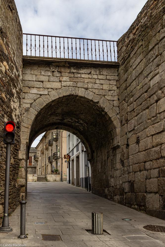 Puerta Santiago in Lugo