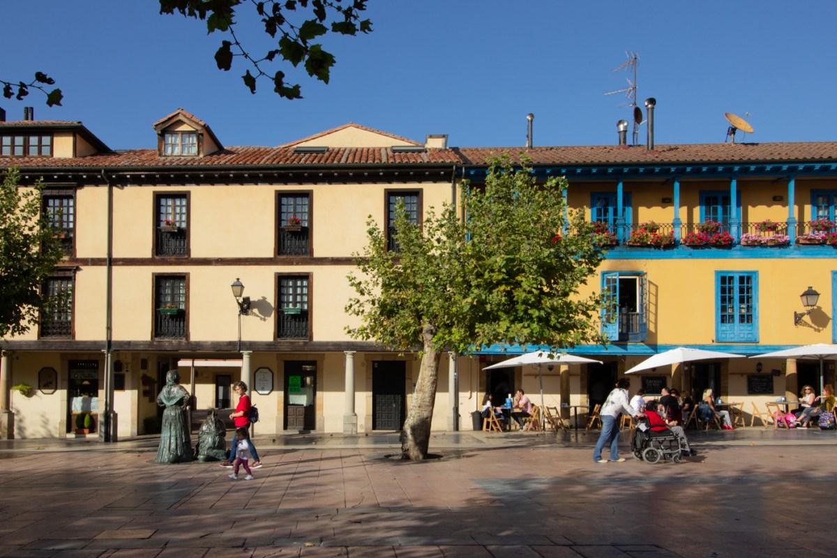 Das VEndedores statue in Oviedo