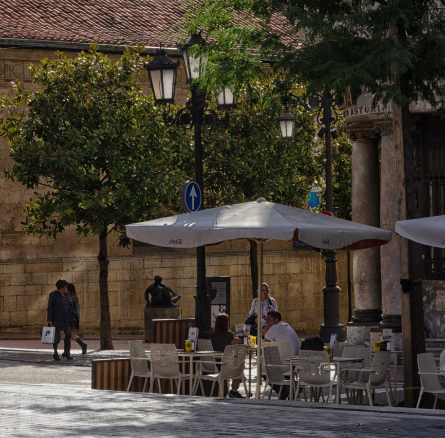 A quiet corner in the Plaza Porlier