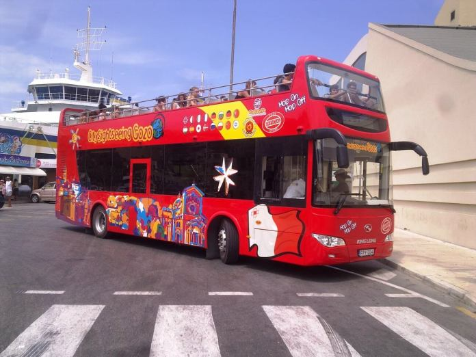 cardiff otobüs turu