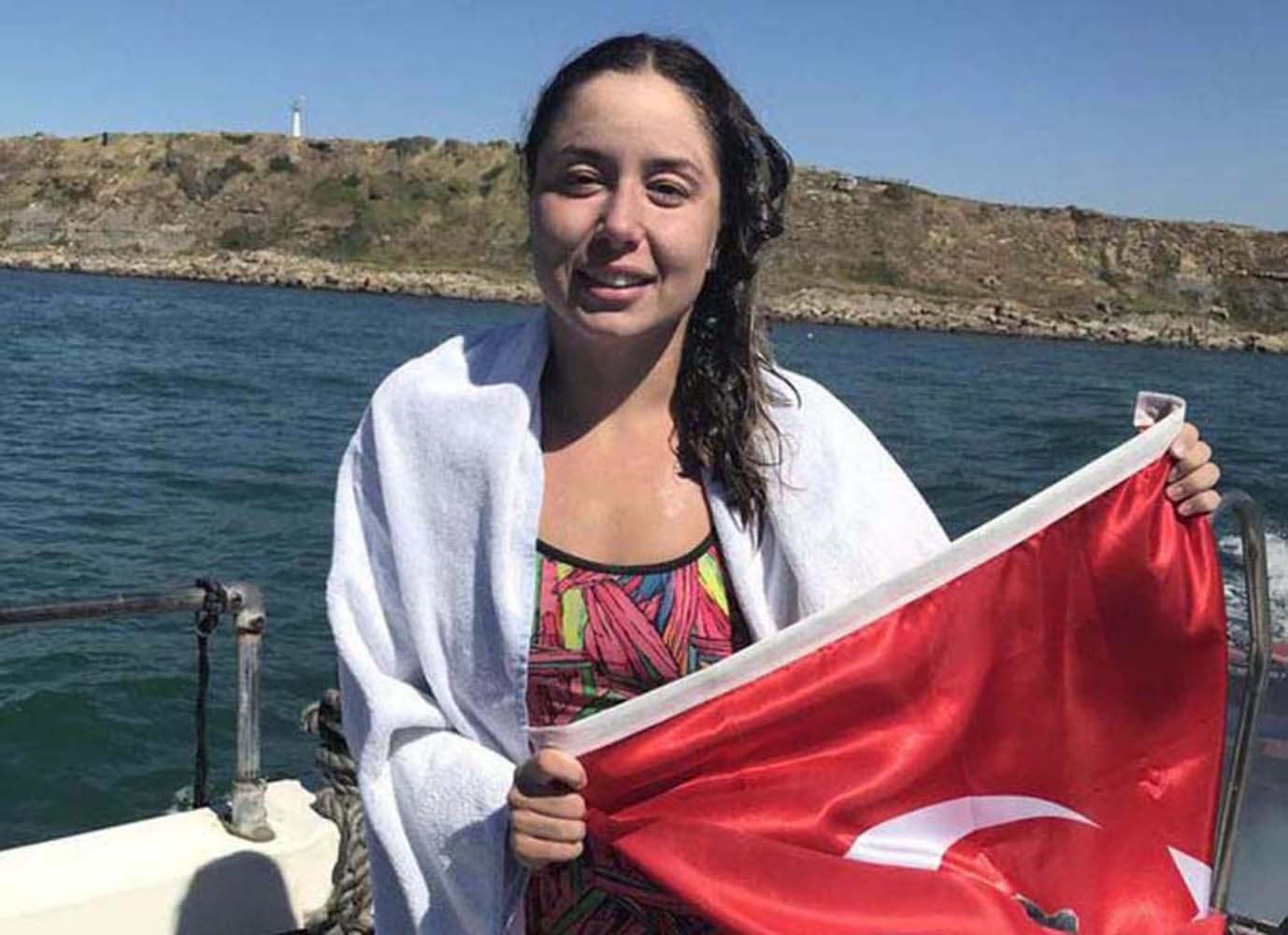 Manş Denizini yüzerek geçen Bengisu Avcı en genç Türk kadını oldu 4