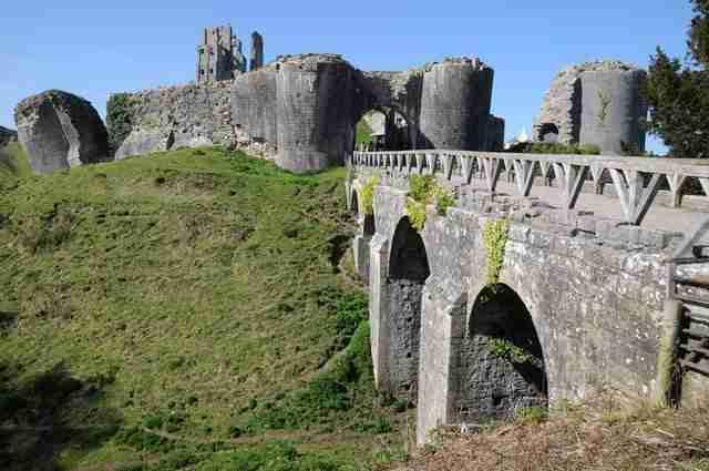 Visita a Corfe Castle nel Dorset