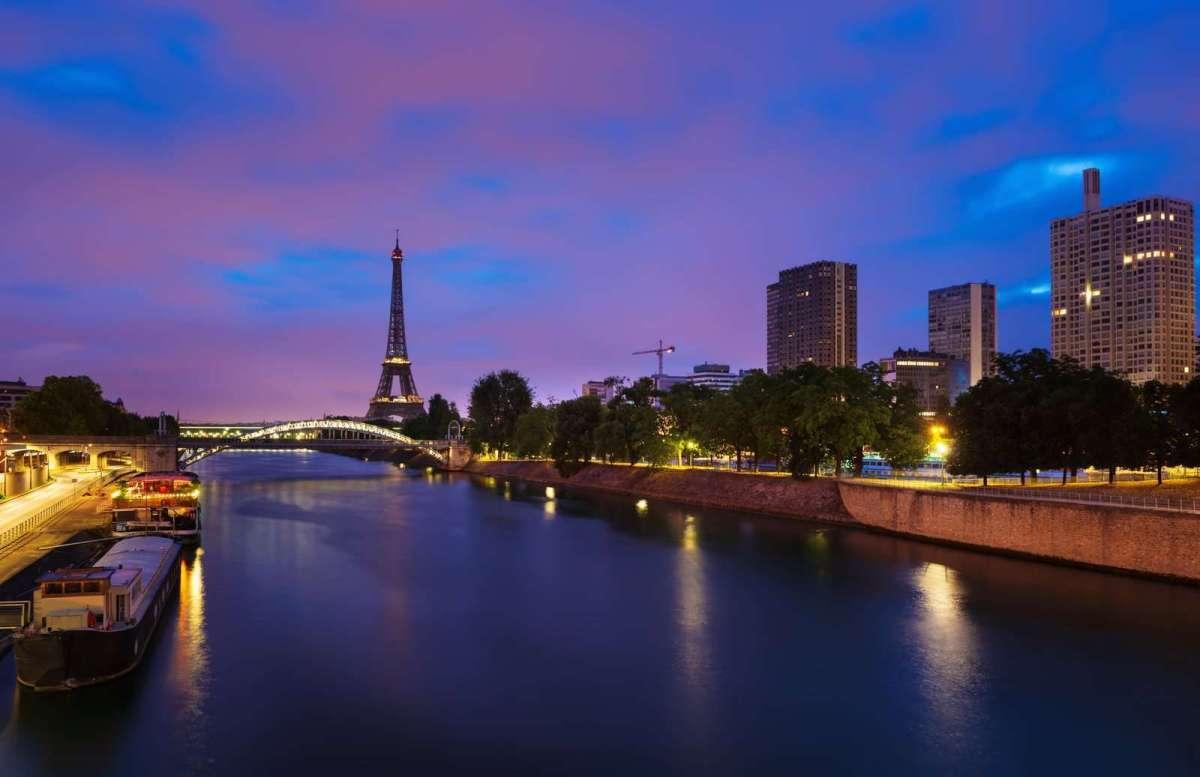26769200_dawn-in-paris