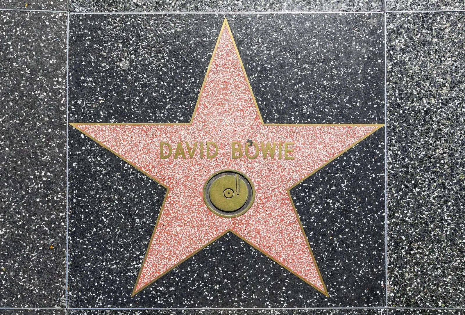 Are you a David Bowie fan?  A pop-up shop opens in London! thumbnail